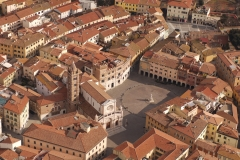 Vista aerea di piazza Dante Alighieri a Grosseto